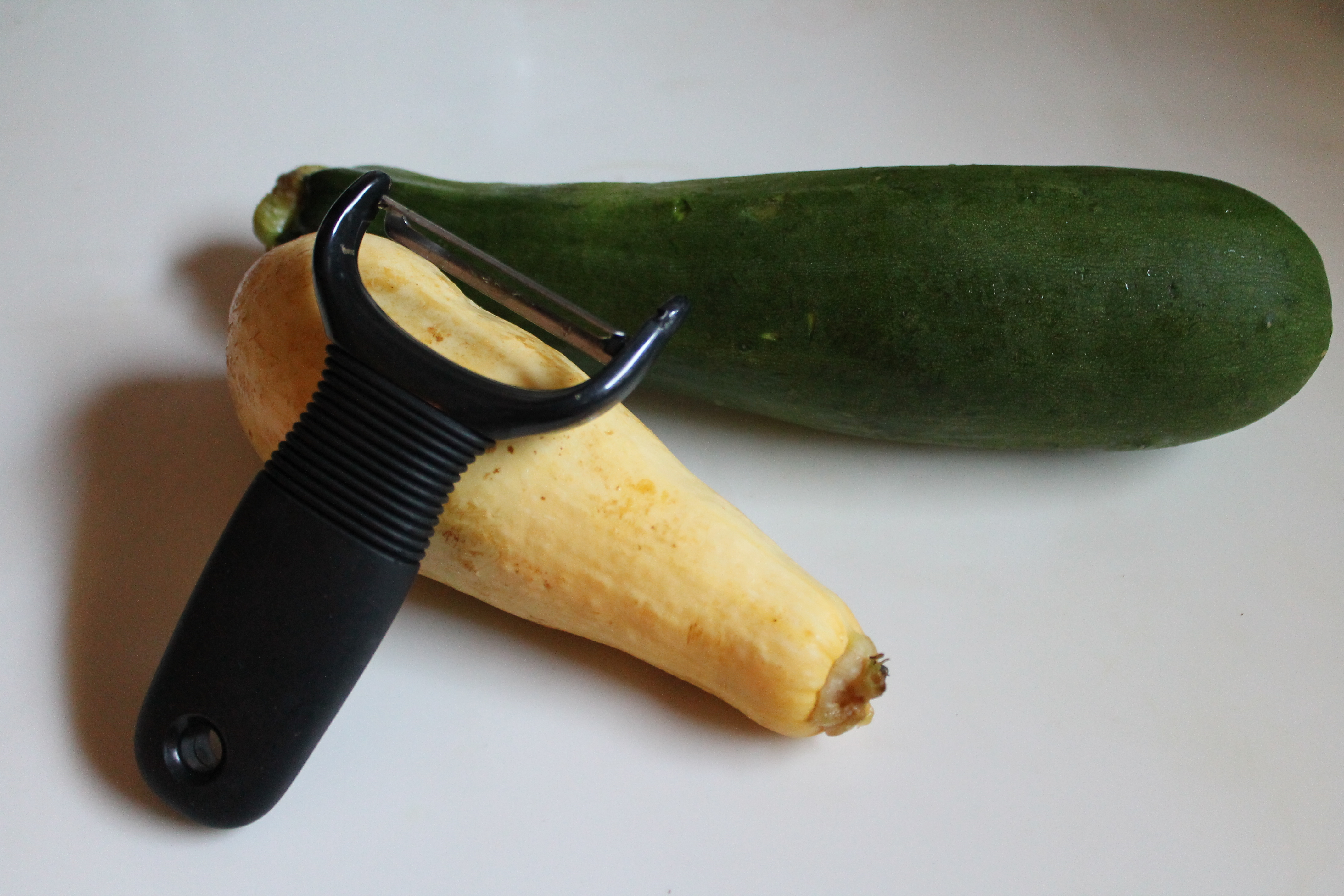 Making squash ribbons (or any type of veggie ribbons) is so easy! All ...