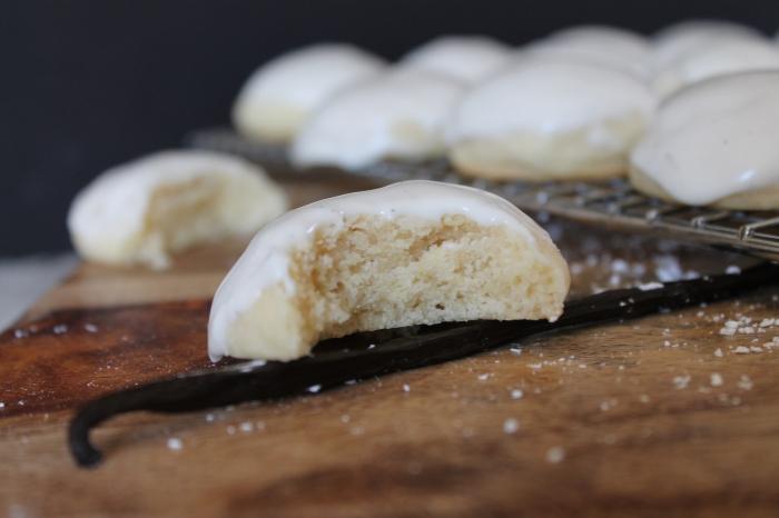 Gooey Vanilla Bean Tea Cakes
