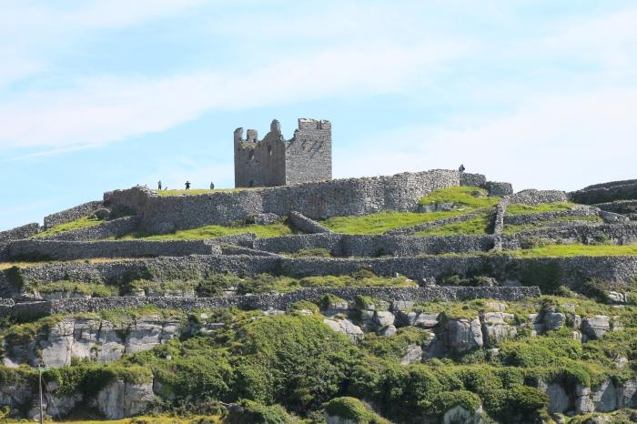 Ruins at Inisoirr